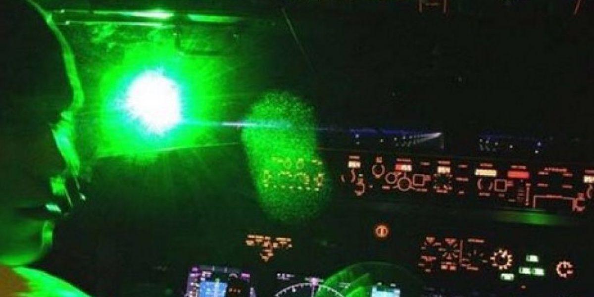 Un incidente con láser obliga a un avión a regresar al aeropuerto de Londres