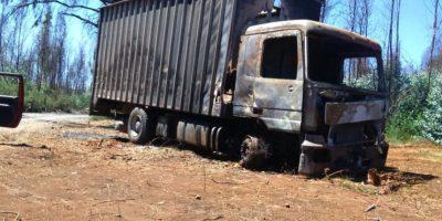 Región de la Araucanía: ataque incendiario en Ercilla deja dos camiones destruidos