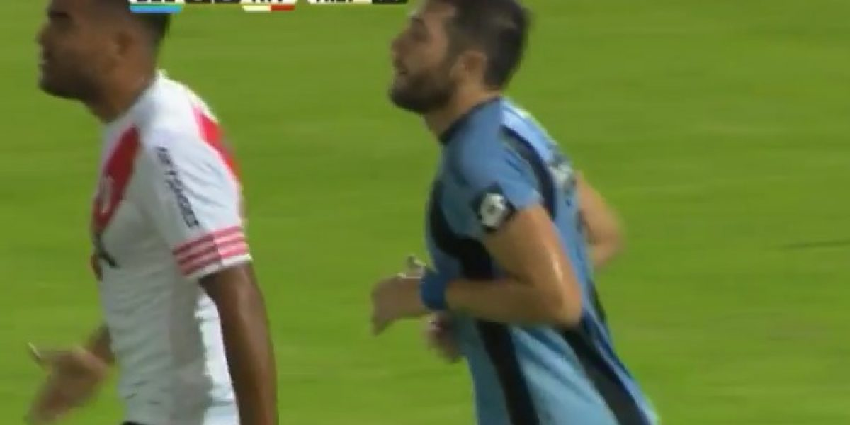 El taco de Pepe Rojas que casi termina en un golazo contra River Plate