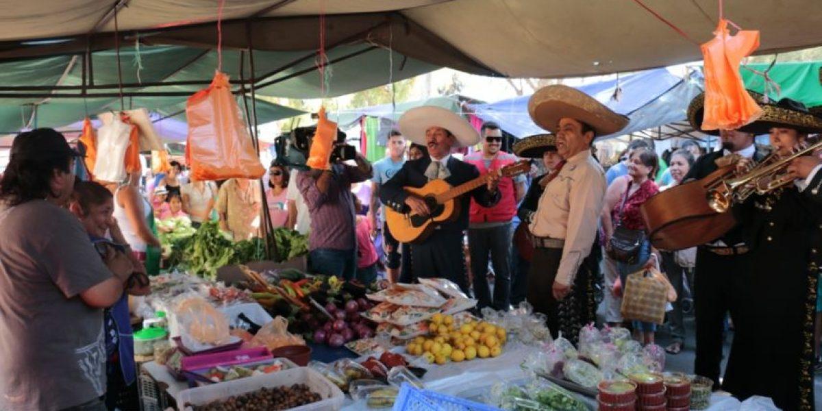 ¡Órale! Mariachis a domicilio deslumbraron a vecinos de Quilicura en San Valentín