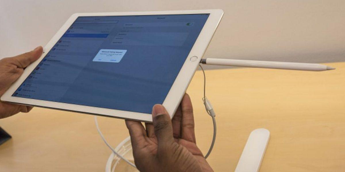 Sernac emite alerta de seguridad por adaptadores de corriente de Apple