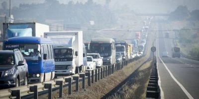 Proyecto busca sancionar a quienes circulen constantemente por la pista izquierda en carreteras
