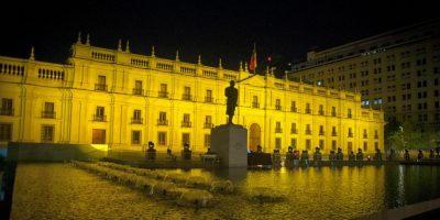 La Moneda se iluminó de dorado en el día mundial contra el cáncer infantil