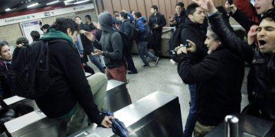 Organizan nueva jornada de evasión masiva en el Metro tras alza de pasaje