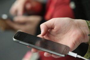 Para solucionarlo, utilicen el modo recuperación para restaurar el dispositivo a la versión más reciente de iOS. Foto:Getty Images. Imagen Por:
