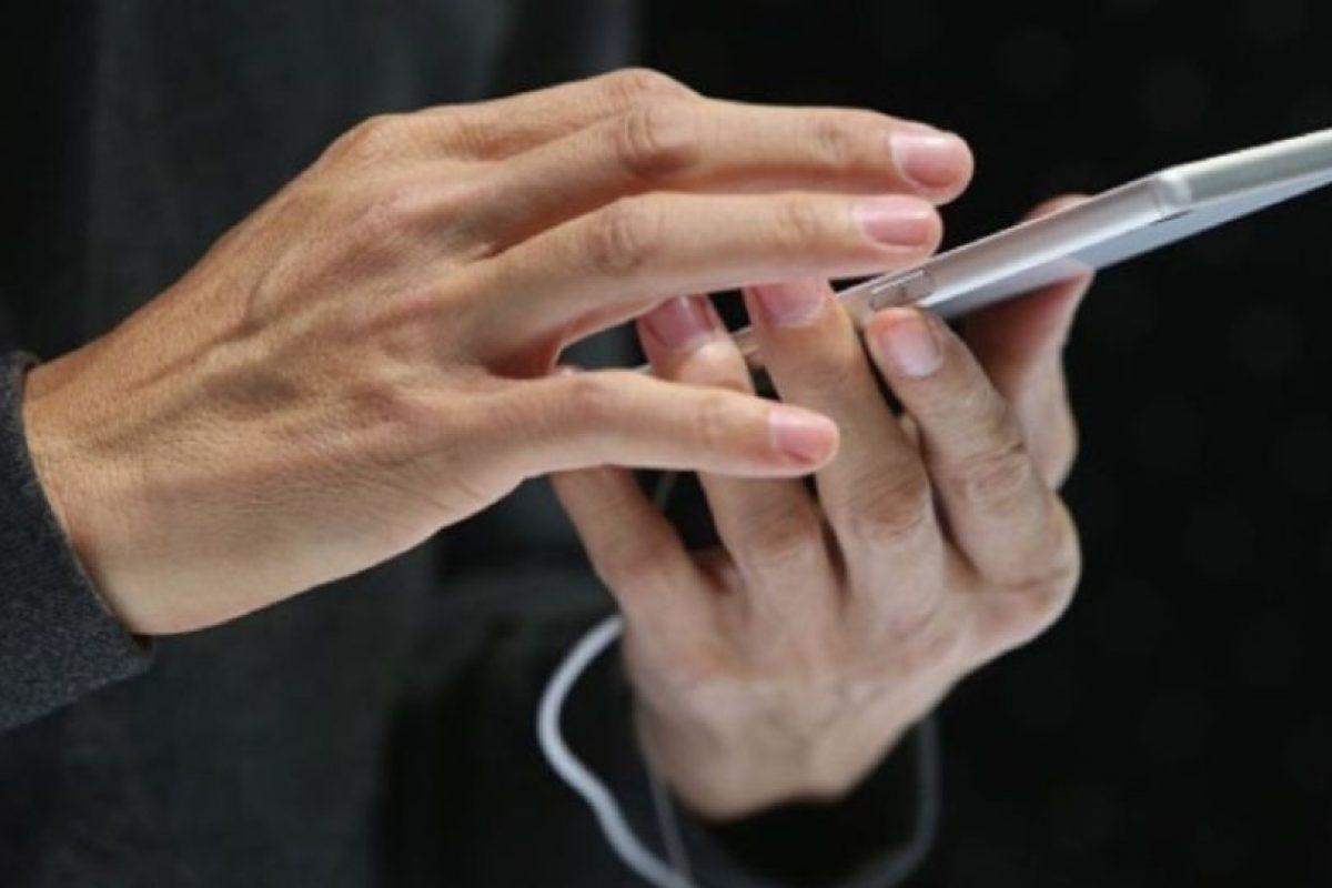 Para aislar el problema, pueden probar con otro equipo. Usen el cable USB que venía con su dispositivo u otro cable USB de Apple, conecten el cable directamente a un puerto USB distinto de la computadora (no lo conecten al teclado) o prueben con una computadora distinta. Foto:Getty Images. Imagen Por: