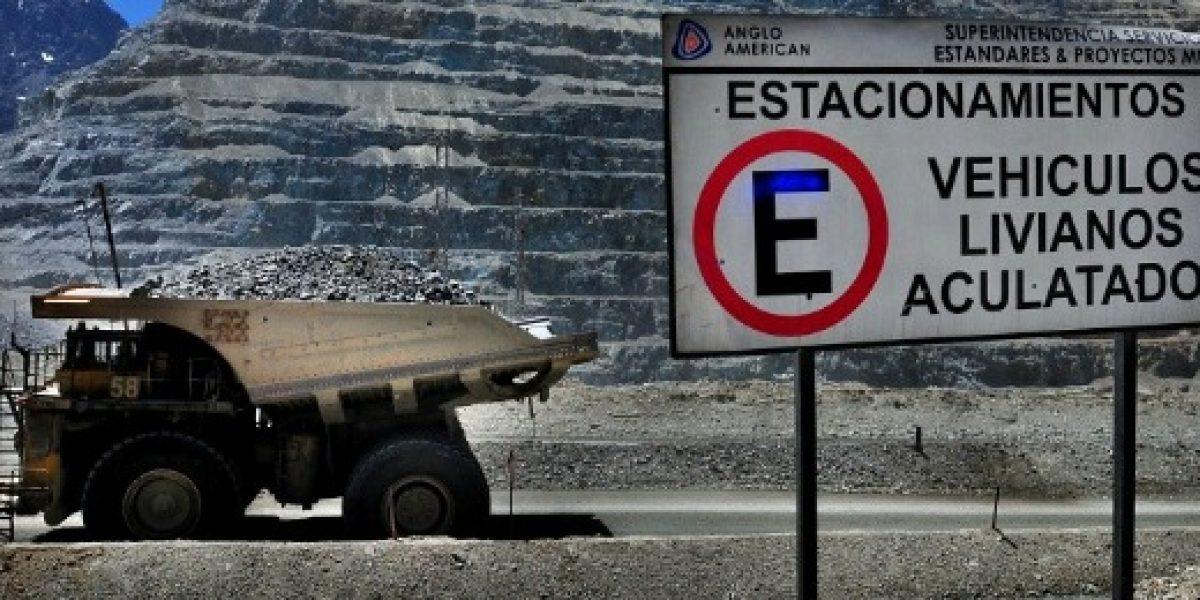 Trabajadores de minera Anglo American protestan por despidos