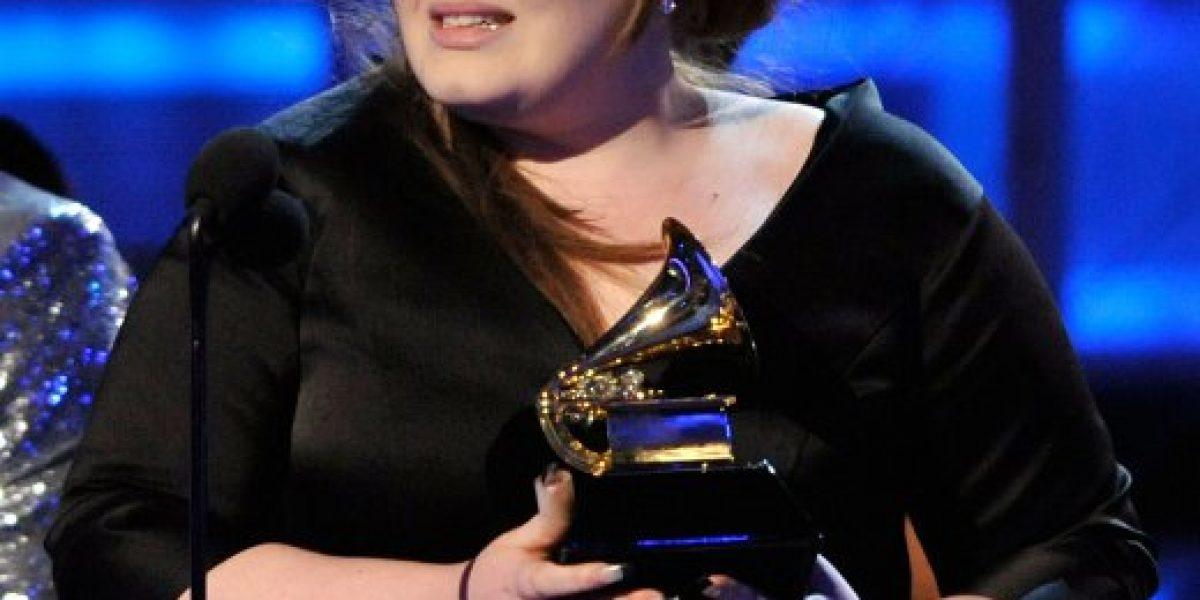 Adele acepta en Twitter que