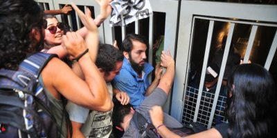 Estaciones Baquedano y U. Católica concentraron nueva protesta por alza del Metro