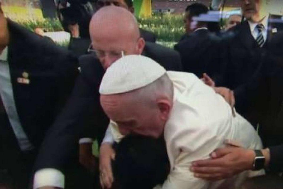 Todo comenzó cuando saludaba a fieles en el estadio José María Morelos Foto:YouTube.com – Archivo. Imagen Por: