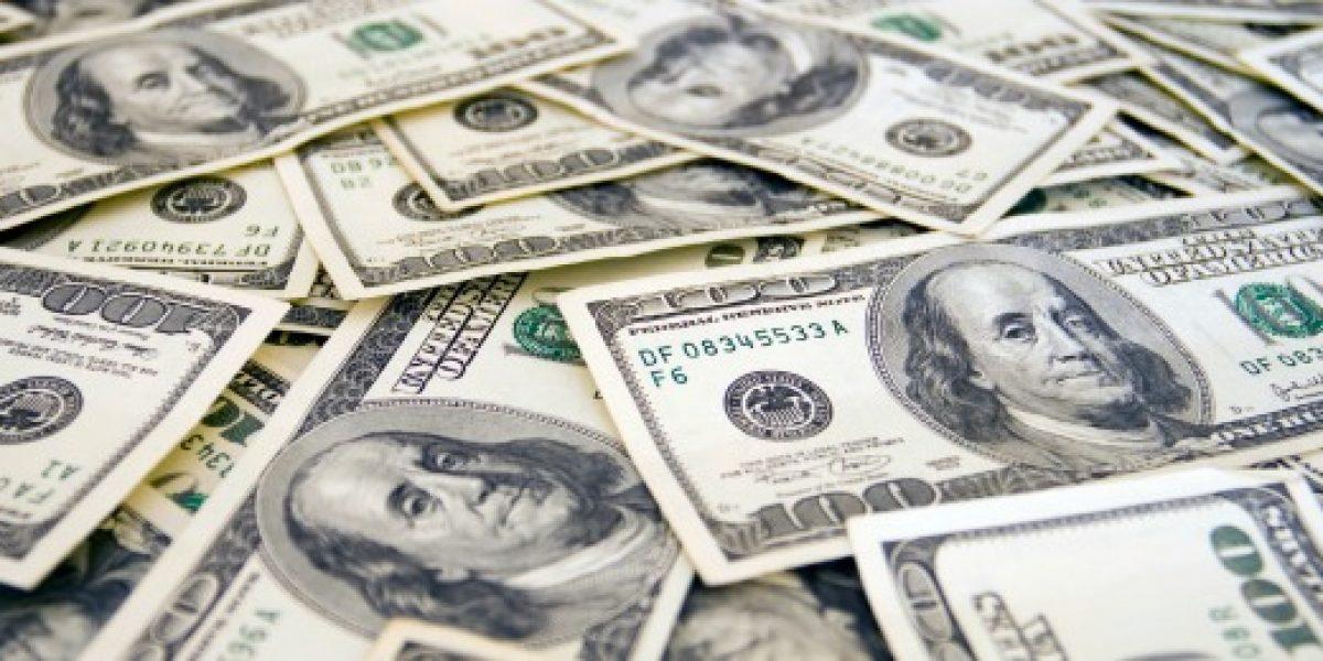 Dólar vuelve a retroceder y llega a la barrera de los 700 pesos