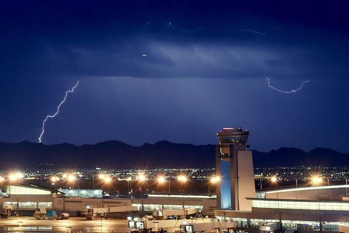 De acuerdo con National Geographic, los rayos matan a unas dos mil personas al año en todo el mundo. Foto:Getty Images. Imagen Por: