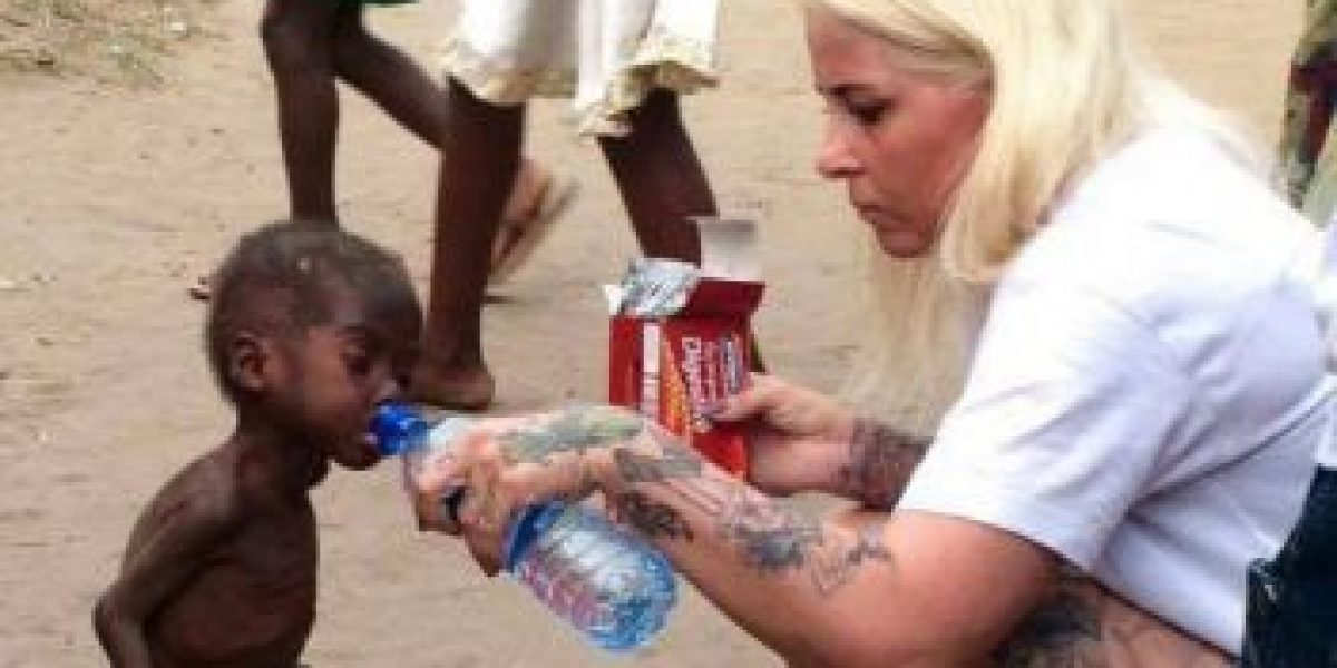 Las impactantes fotos del niño hambriento en Nigeria inspiran donaciones masivas