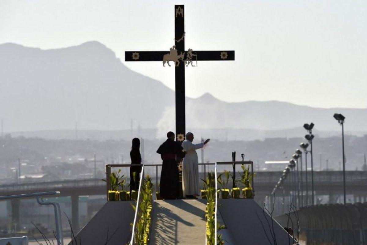 Encabezó oraciones a las que se unieron miles de personas del lado estadounidense y mexicano. Foto:AFP. Imagen Por: