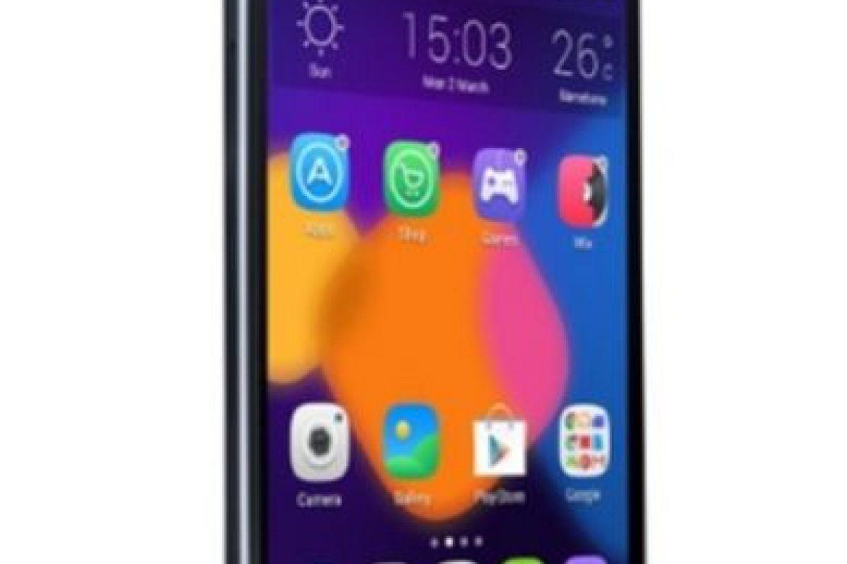 Alcatel con el Alcatel One Touch Idol 3. Foto:Alcatel. Imagen Por: