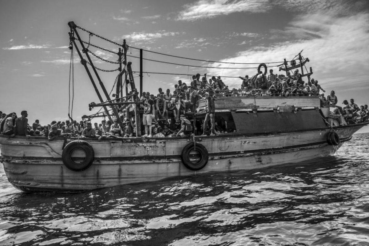 Francesco Zizola. Muestra un barco pesquero transportando a más de 500 migrantes de Libia a Italia Foto:worldpressphoto.org. Imagen Por: