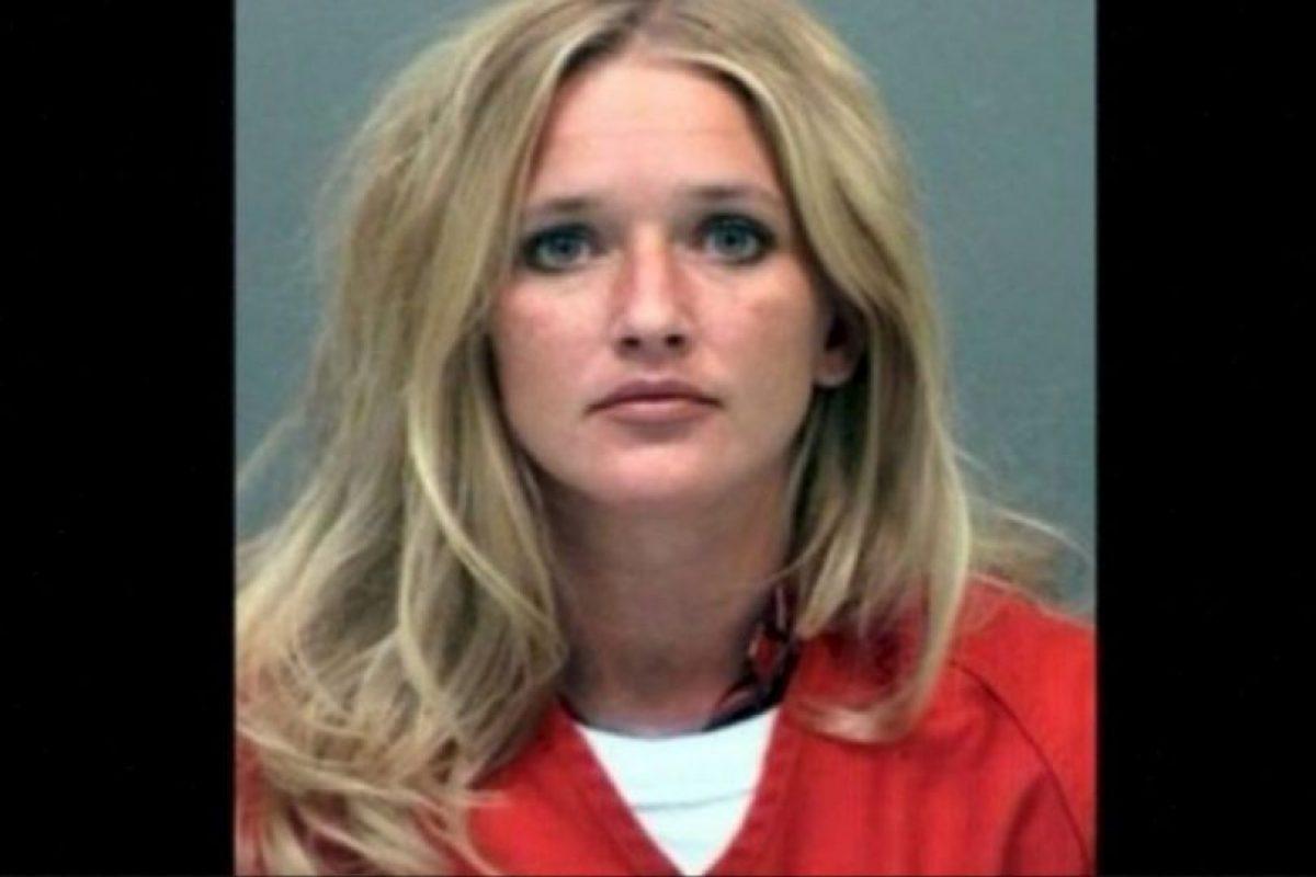 Carrie McCandless fue acusada de tener contacto sexual con una estudiante de 17 años de edad durante un campamento escolar. Foto:Jefferson County Jail. Imagen Por: