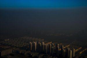 Zhang Lei. Una ciudad en el norte de China envuelta en bruma. Foto:worldpressphoto.org. Imagen Por: