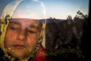 Zohreh Saberi. Ella es Raheleh, quien nació ciega, pero que le gusta sentir el calor del sol al amanecer. Foto:worldpressphoto.org. Imagen Por: