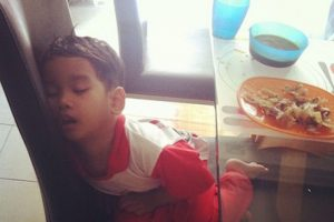"""Los niños de """"Mi bebé se quedó dormido"""" y su divertida manera de descansar Foto:Instagram.com/explore/tags/mychildrenoutofcharge/. Imagen Por:"""