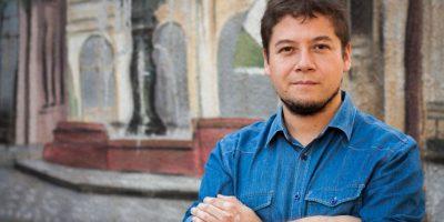 """El chileno que vende sus libros """"mano por mano"""" y que es leído hasta en Uruguay"""