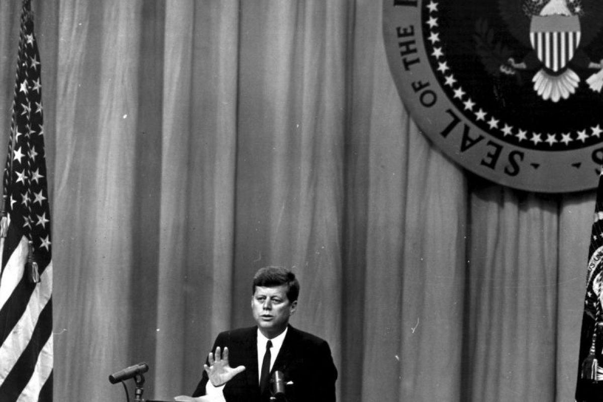 Para febrero de 1962, el presidente estadounidense John F. Kennedy, ordena el embargo económico y comercial a Cuba. Foto:Getty Images. Imagen Por: