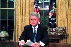 Para marzo de 1996, el presidente demócrata Bill Clinton promulga la Ley Helms-Burton, que permite demandar a quienes negocien con propiedades confiscadas a estadounidenses en la isla. Foto:Getty Images. Imagen Por: