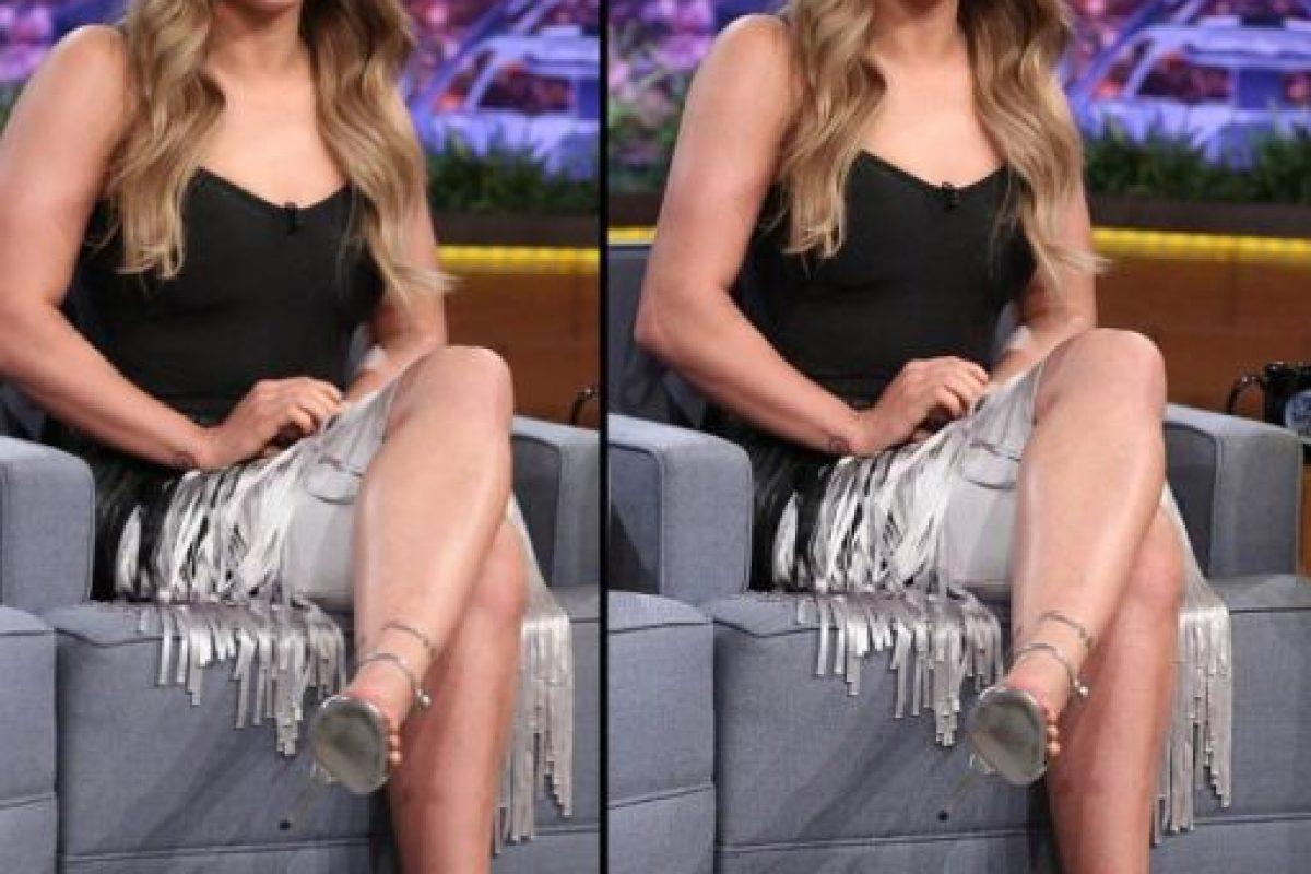La comparativa de las imágenes. A la izquierda se encuentra la foto original Foto:Vía instagram.com/rondarousey. Imagen Por:
