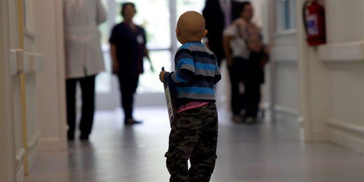 Revelan alarmante déficit de médicos oncólogos pediátricos: hay solo 11 en Chile