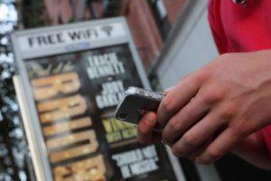 Ahora encontrar Wi-Fi en lugares públicos será fácil, rápido y gratis. Foto:Getty Images. Imagen Por: