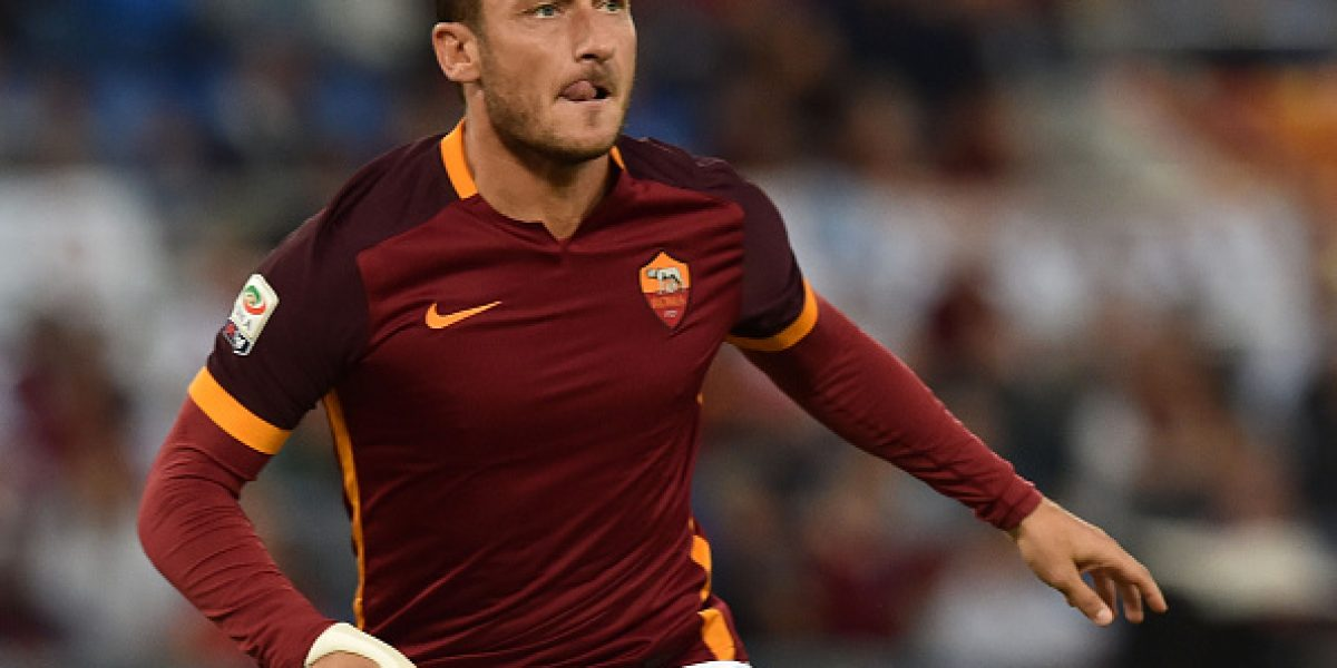 Se perdió el respeto: Técnico de la Roma echó a Francesco Totti de la concentración