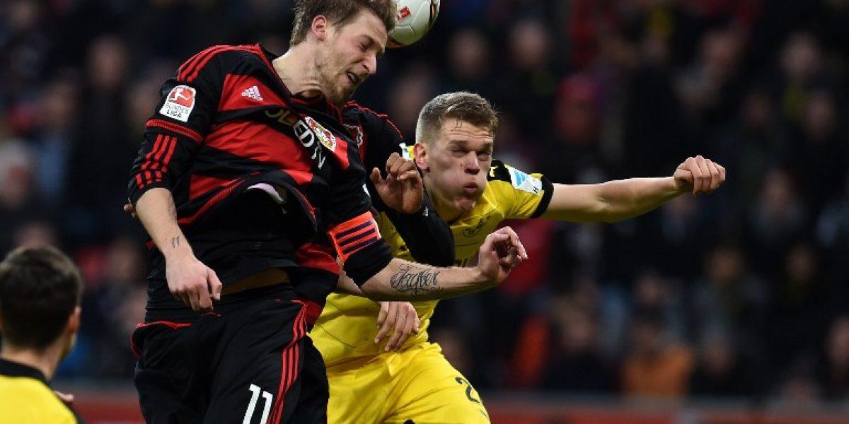 La pelota es mía: árbitro se enojó y suspendió partido clave en la Bundesliga