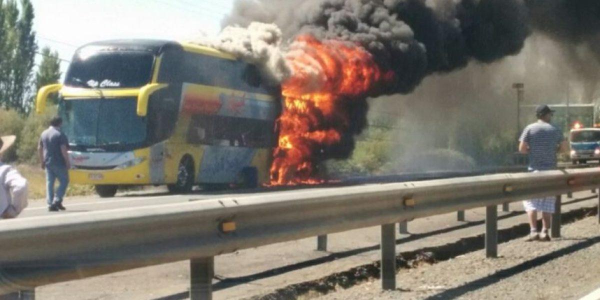 Incendio afecta a bus interprovincial en las cercanías de San Carlos