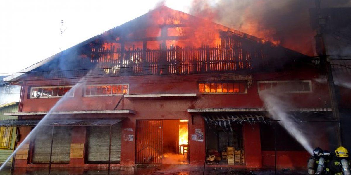Cañete: incendio consumió mercado y amenazó a edificios cercanos