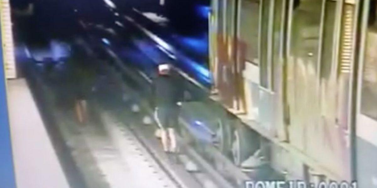 Turistas alemanes fueron detenidos por rayar vagones del Metro