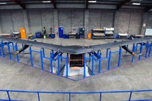 Tiene el tamaño de un Boeing 767 (avión comercial), sin embargo, utiliza materiales ligeros que permiten que pesan menos de un coche. Foto:Vía facebook.com/zuck. Imagen Por: