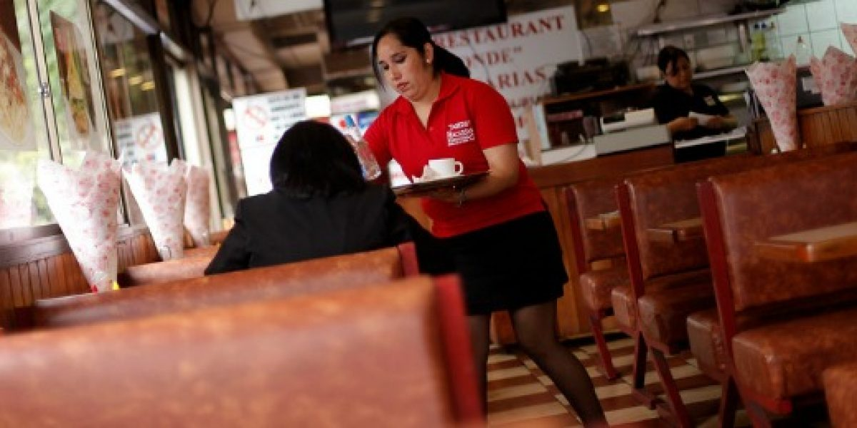 Mayoría de empleos creados en 2015 fueron en hoteles y restaurantes