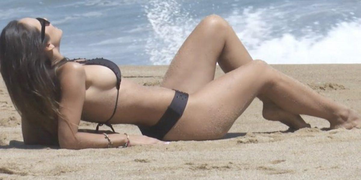 Con sexy bikini Jhendelyn disfrutó de la arena y el mar en Viña 2016