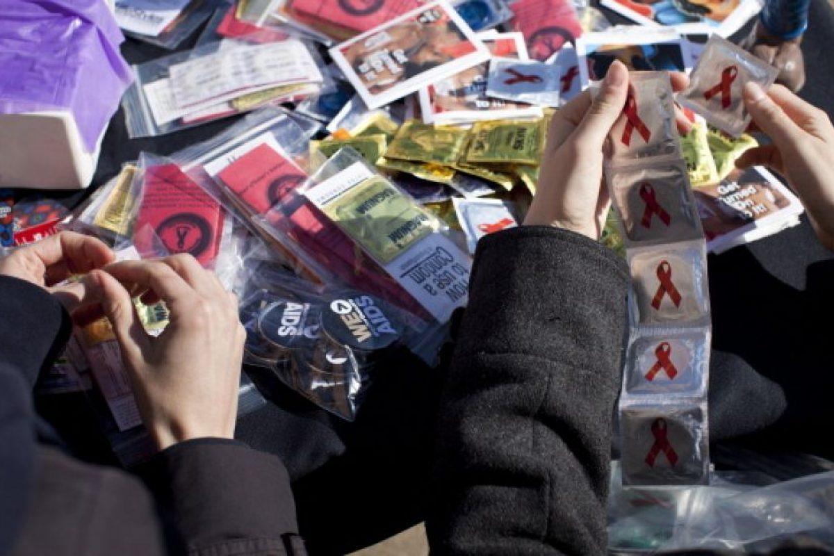 Y para los hombres los preservativo, que además de prevenir embarazos protege de enfermedades de transmisión sexual. Además de la esterilización masculina, aunque esta se usa más en parejas adultas. Foto:Getty Images. Imagen Por: