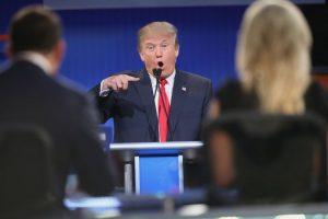 """El 16 de junio de 2015, al anunciar que buscaría la candidatura presidencial por el Partido Republicano, Trump lanzó el eje central de su campaña: atacar a los mexicanos y latinos que cruzan ilegalmente hacia Estados Unidos. Al respecto, Trump los calificó de """"violadores"""" y """"ladrones"""" Foto:Getty Images. Imagen Por:"""