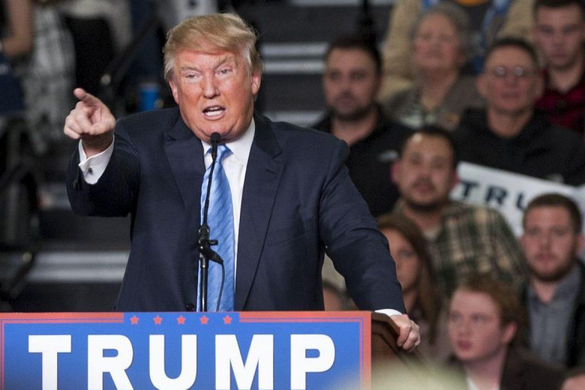 """El reportero con discapacidad Serge F. Kovaleski, quien ahora trabaja en el """"New York Times"""", escribió aquel artículo y corrigió a Donald Trump. Fue cuando Trump se burló de esta forma de su condición física. Foto:Getty Images. Imagen Por:"""