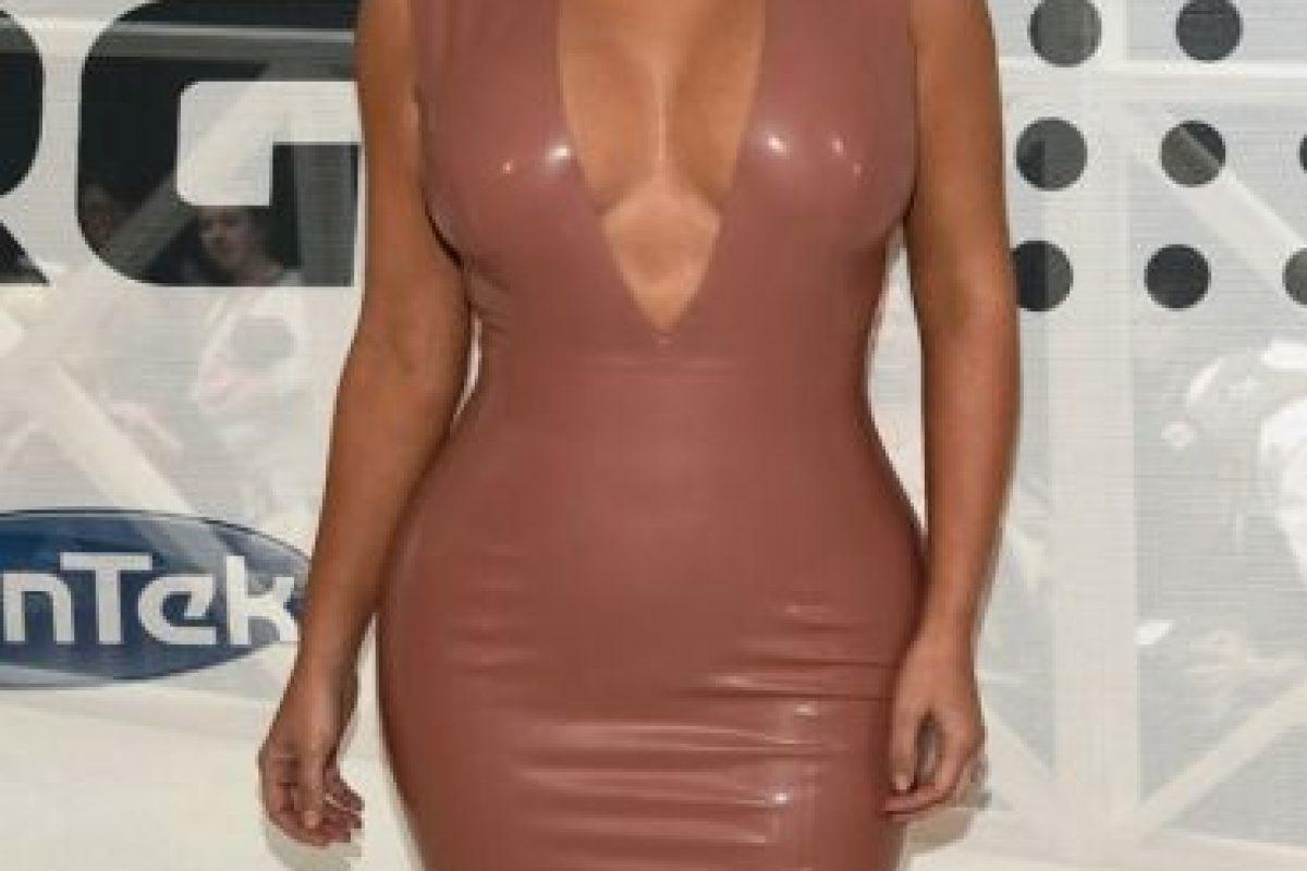 14 atuendos extravagantes de Kim Kardashian que le hicieron mostrar demasiada piel Foto:Getty Images. Imagen Por: