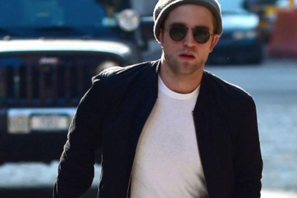 10. Robert Pattinson tiene el pelo más grasiento que una pizza freída con manteca. Foto:Getty Images. Imagen Por: