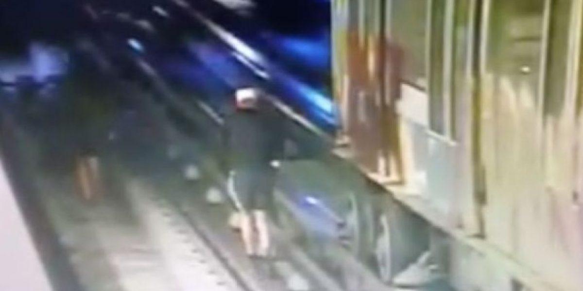 Alemanes que rayaron vagón del Metro tienen 72 horas para abandonar el país