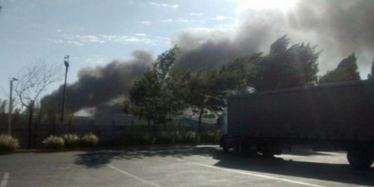 Pudahuel: Bomberos aún trabaja para controlar incendio en vertedero clandestino