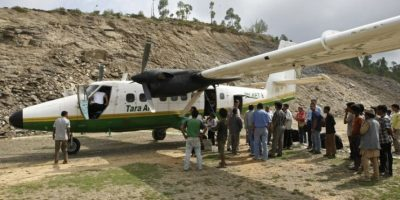 Buscan avión desaparecido en Nepal con más de 20 personas a bordo