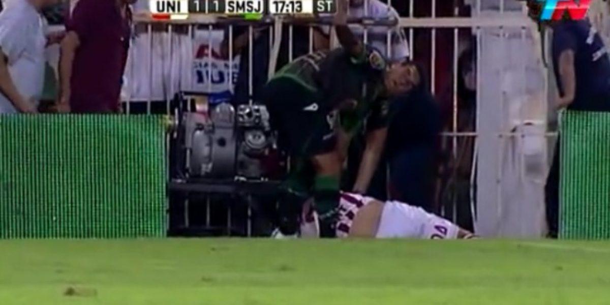 El duro golpe en la nuca que sufrió defensa argentino al disputar un balón