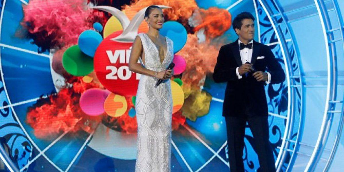 Carola de Moras sorprende con con escotado vestido en segunda noche de Festival