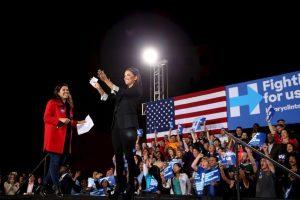 """Eva Longoria. Recientemente se unió a la campaña de Clinton para ayudarla a conseguir el voto latino en un evento realizado en Las Vegas. """"Ella es la persona más cualificada para dirigir este país"""", dijo. Foto:Getty Images. Imagen Por:"""