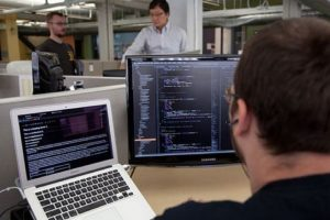 Ingeniero de Software. Su promedio anual es de 95 mil dólares. Foto:Wikipedia commons. Imagen Por: